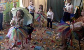 Des enfants russes accueillent « Oncle Ted » Wilson dans une école pour besoins spéciaux
