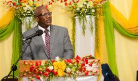 A Antigua, des représentants du gouvernement félicitent l'Église Adventiste